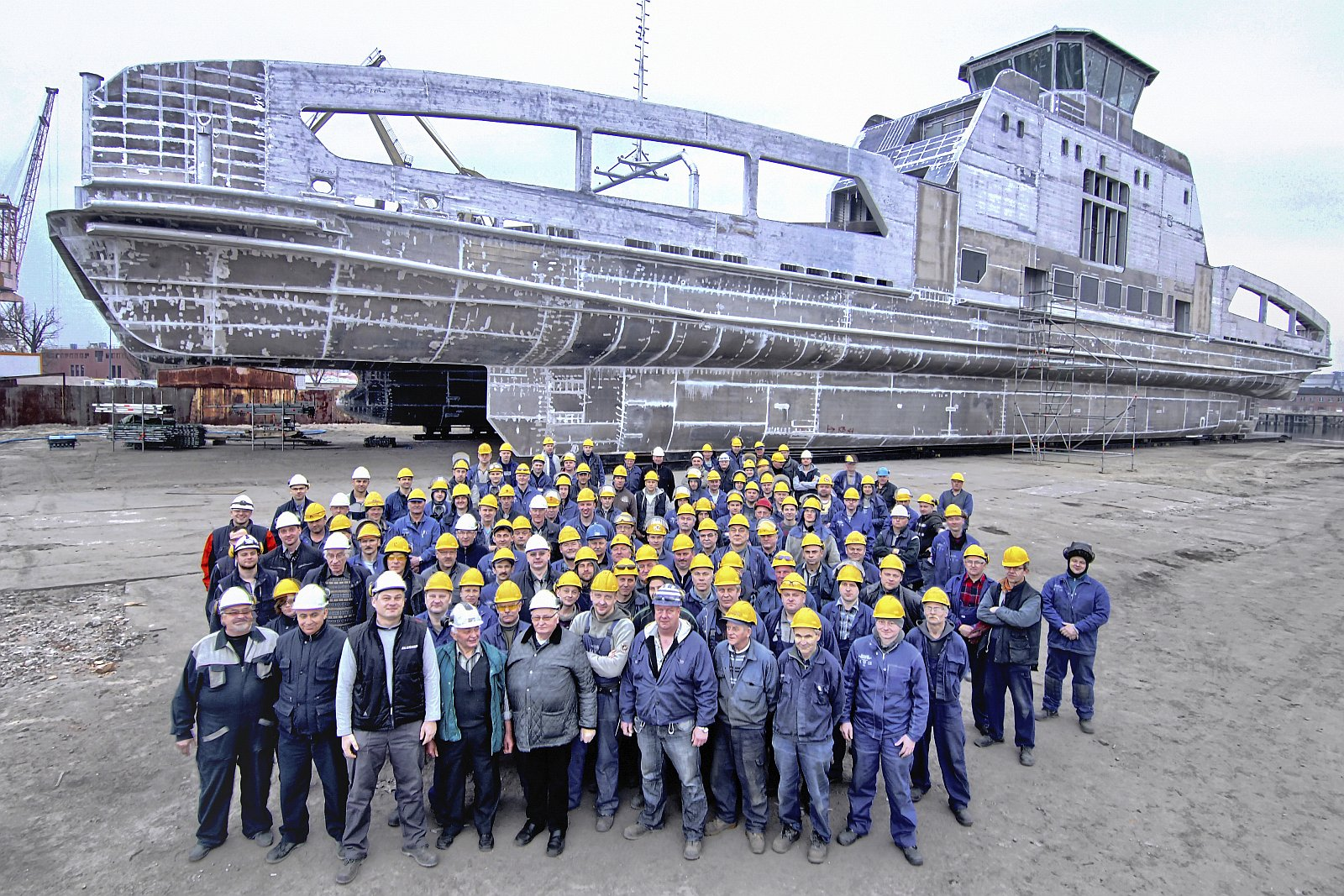 Aluship production team in front of Ampere1 hull, just before it's dispatch (2014)