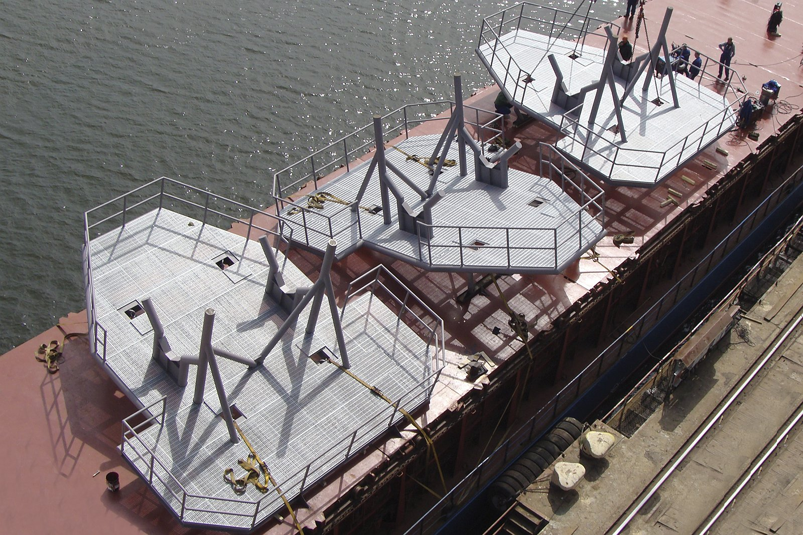 Aluminiowe i stalowe konstrukcje uzupełniające oraz jednostki serwisowe